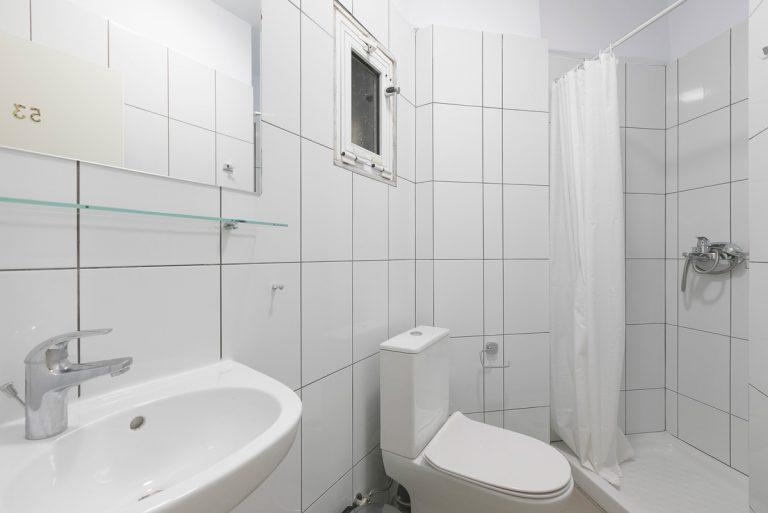 studio_53_bathroom
