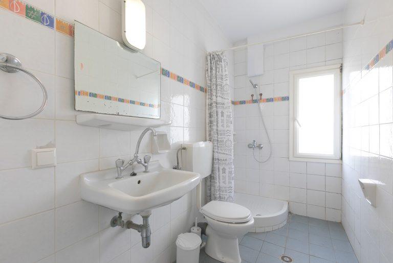studio_57_bathroom