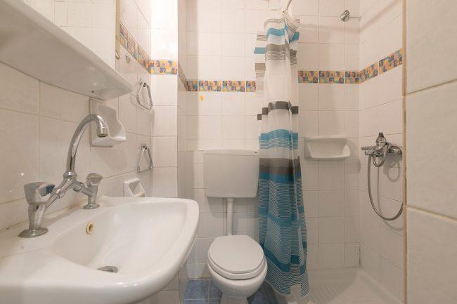 studio_3_bathroom